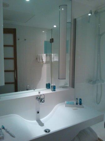 Novotel Glasgow Centre: Lovely clean modern bathroom