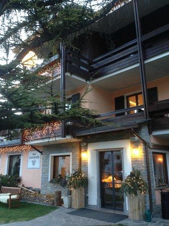 Hotel La Genzianella: Вход в отель