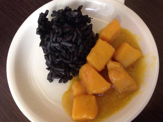 Arte de Cozina : Jibia en amarillo con arroz negro de su tinta