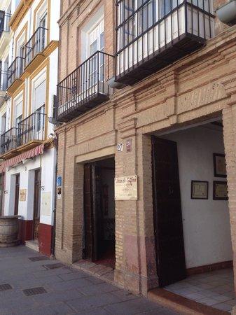 Arte de Cozina : Fachada principal en calle Calzada