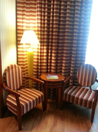 Retaj Al Rayyan Hotel : First Seating area in the living room