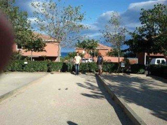 Hotel-Residence Odalys Le Neptune: terrain de petanque a coté de la residence