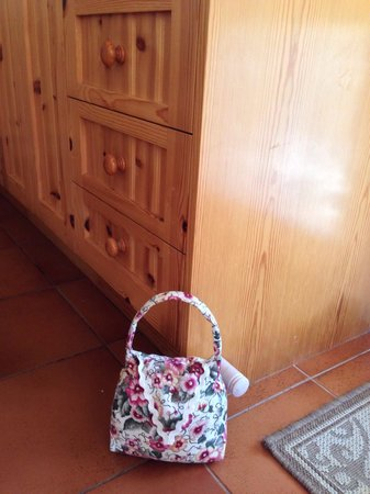 Gracefield Cottage : Nice door stopper made by the owner