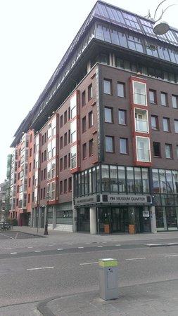 NH Amsterdam Museum Quarter: Вход в отель