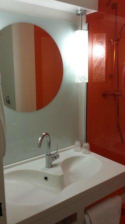 Ibis Styles Paris Bercy : Salle de bain