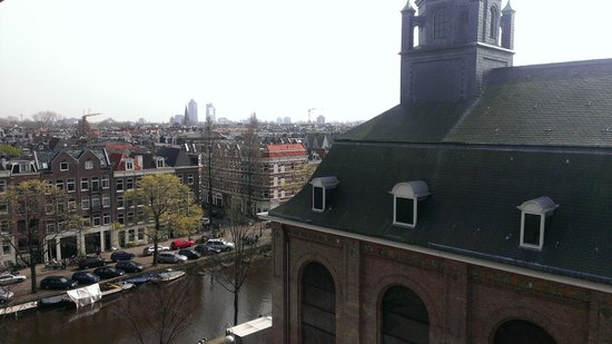 NH Amsterdam Museum Quarter: Вид из окна на канал