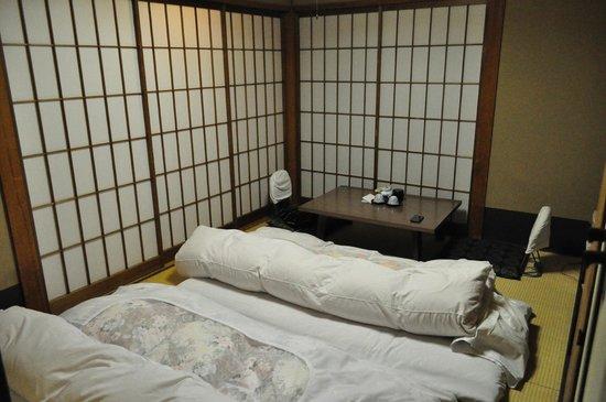 Matsumoto Ryokan : camera tradizionale con shoji chiusi