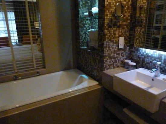 The Cocoon Boutique Hotel : Bathroom