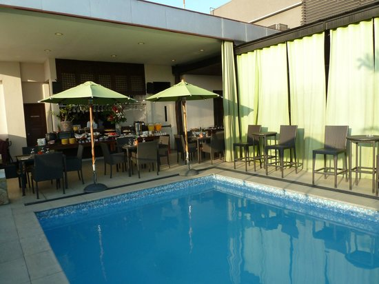 The Cocoon Boutique Hotel : The pool and breakfast area