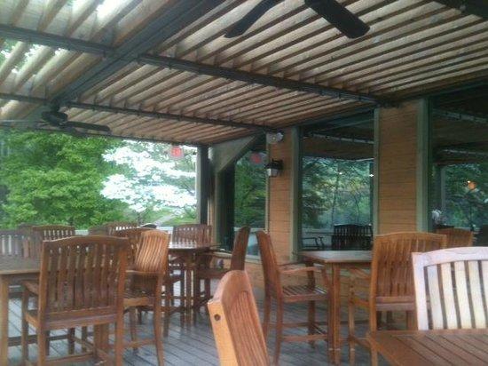 Rumbling Bald Resort on Lake Lure: Lakeview outdoor dining