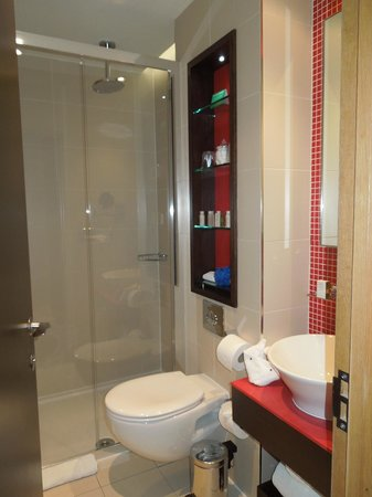 Hotel Indigo London-Paddington: Lovely & modern; great shower