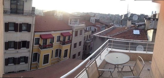 Taksim Plussuite Hotel : Balcony of Room 401