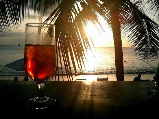 Zaccios : Excellent cocktails & scenic view