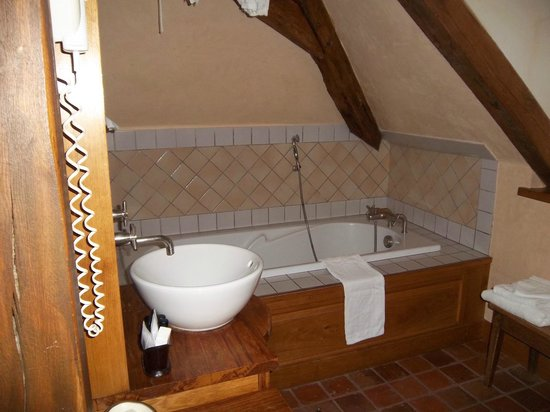 Hôtel Auberge de la Beursaudière : Salle de bain