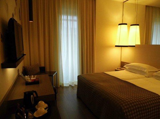 Starhotels E.c.ho.: Zimmerblick vom Eingang aus gesehen