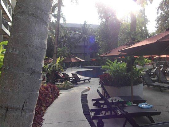 Novotel Phuket Surin Beach Resort.: Sunbeds