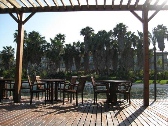 PortAventura Hotel Caribe: vue du bar extérieur