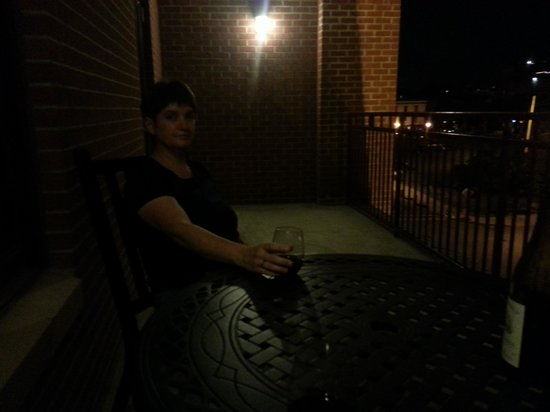 Hampton Inn & Suites Saratoga Springs Downtown : Steamy July evening on the balcony