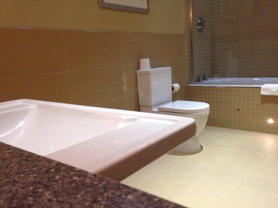 Crabwall Manor Hotel & Spa : Bathroom 44