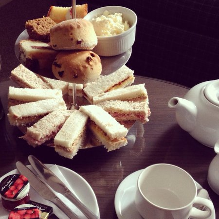 Crabwall Manor Hotel & Spa: Afternoon tea
