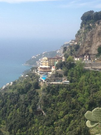 Excelsior Grand Hotel: The hotel from Pogerola