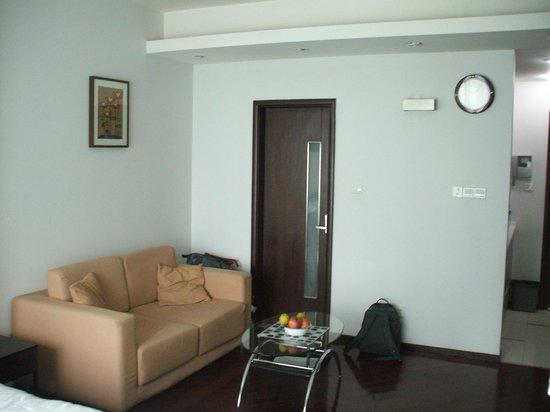 Skiline World Union Service Apartment Sitting Area