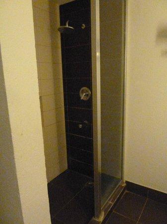 Ormoc Villa Hotel: Bathroom