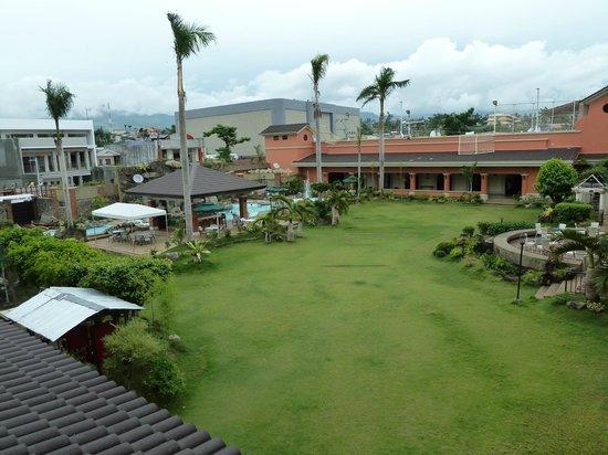 Ormoc Villa Hotel: Grounds