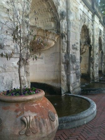 Biltmore Estate : Biltmore Wall with fountains