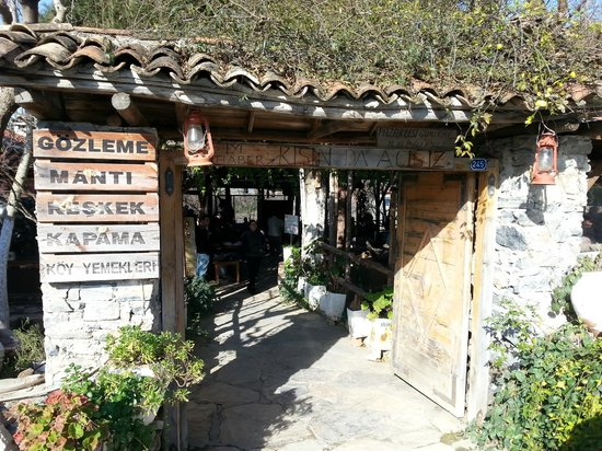 Koy Sofrasi: Köy Sofrasi entryway to the outdoor patio