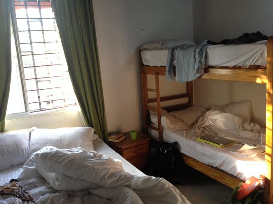 Palm Tree Hostal Medellin: Our lovely room - easy to feel at home in
