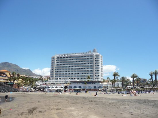 H10 Gran Tinerfe: Hotel from the beach
