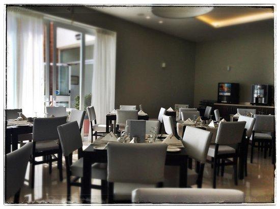 Mellieha Bay Hotel : Dining room