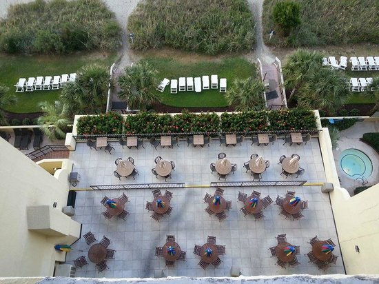 Compass Cove Oceanfront Resort: patio of the crows nest
