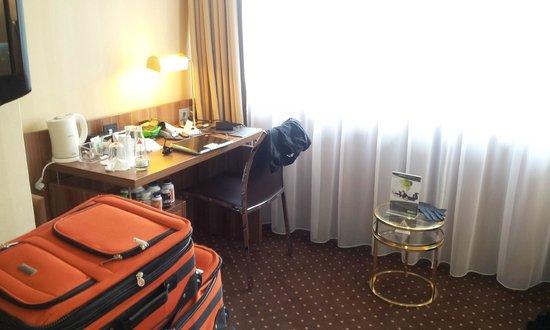 Derag Livinghotel Dusseldorf : desk