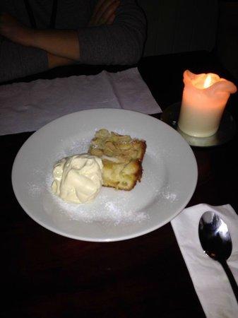 The Alexandra: Sponge cake (with apple)