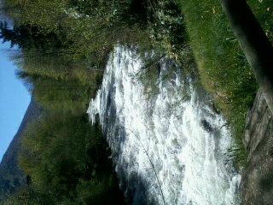 Nemea Residence Les Grands Ax: petite cascade au parc a coté residence