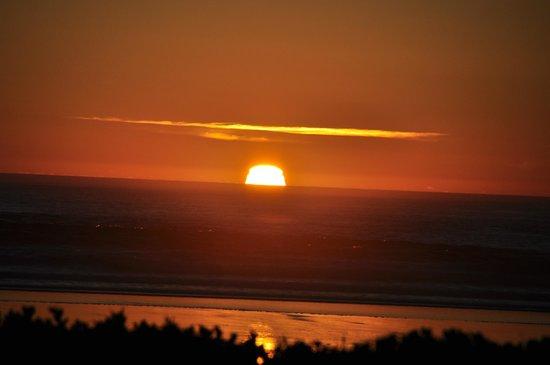 Long Beach Lodge Resort: Sonnenuntergang im LongBeachLodgeResort