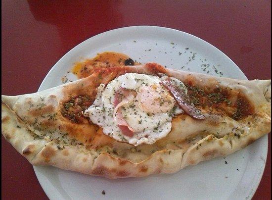 Taberna Pizzeria La Cobija: Pizza Calzone