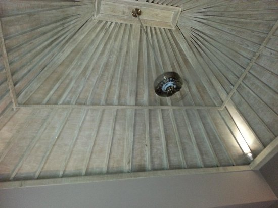 Mathis Retreat: room ceiling
