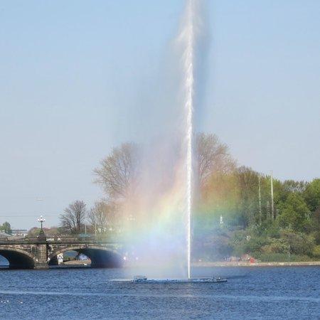 Alster Lakes: Alster fountain (jet of water) Binnen-Alster