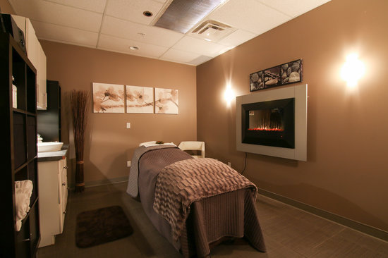 Best Western Plus Fergus Hotel: Have a massage and relax yourself at Mosaic Spa.