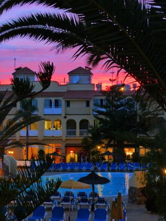 Playa Park Club: The view from our apartment to main building at sunset