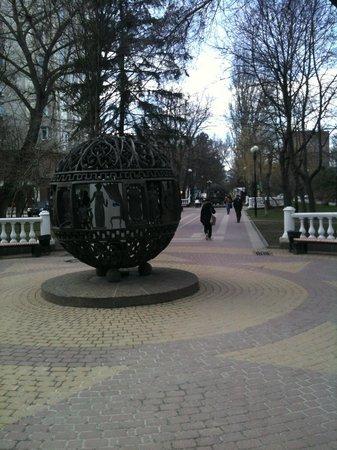 Pushkin Street (Pushkinskaya ulitsa): шары Пушкина