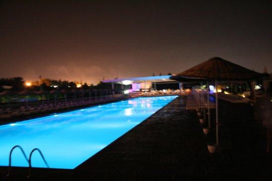 Hotel SU: piscina