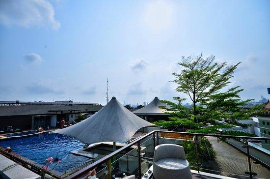 Dang Derm Hotel : vue piscine