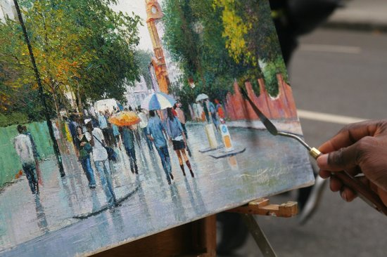 Artist paints the streets of Notting Hill