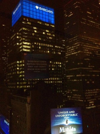 Renaissance New York Times Square Hotel: Night view from room
