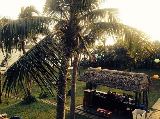 Vinh Hung Emerald Resort: Pool bar