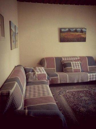 Genari Apartments: LIVING ROOM
